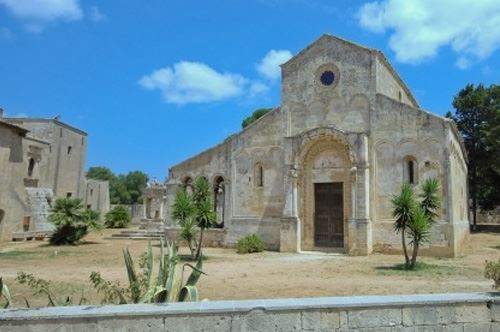 abbazia-santa-maria-cerrate